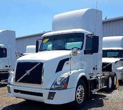 2008 VOLVO Day Cab *4 YEARS/ 2 MILLION KM WARRANTY AVAILABLE*