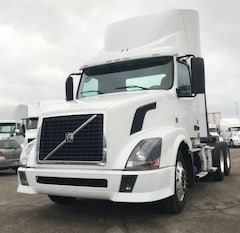 2014 VOLVO DAY CAB -FLEET MAINTAINED-