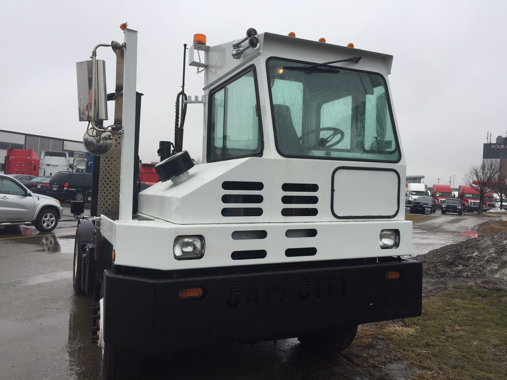Used 2013 CAPACITY Shunt truck For Sale | Mississauga ON