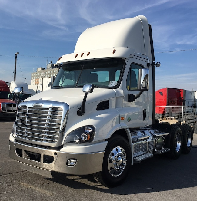 2017 FREIGHTLINER DAY CAB JUST LIKE NEW