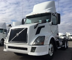 2012 VOLVO DAY CAB LOW KMS