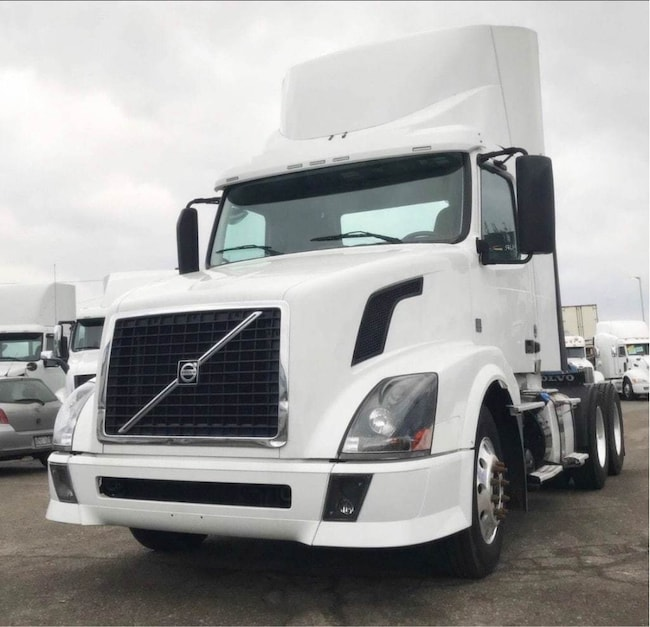 2011 VOLVO DAY CAB 4 YEARS / 2 MILLION KM WARRANTY AVAILABLE