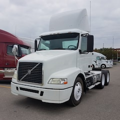 2008 VOLVO DAY CAB NO DPF  UNIT WITH THE TRUSTED D-12 ENGINE
