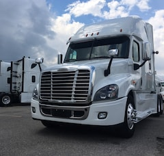 2018 FREIGHTLINER CASCADIA - LIKE NEW
