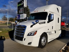 2018 FREIGHTLINER CASCADIA OFF LEASE - LOW KMs