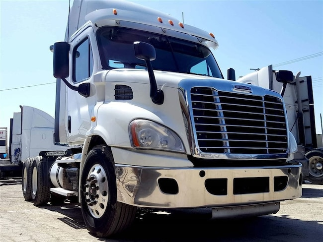 2015 FREIGHTLINER DAYCAB - NEVER MISS IT!