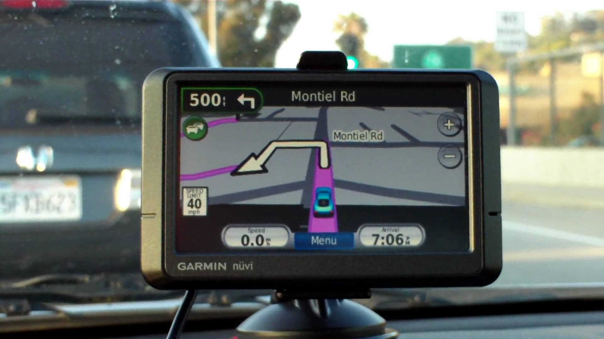 10 Gadgets You Absolutely Want To Have In Your Car Near
