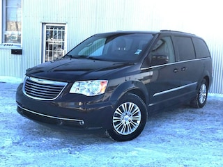 2013 Chrysler Town & Country BACKUP CAMERA, LEATHER, BLUETOOTH. Minivan
