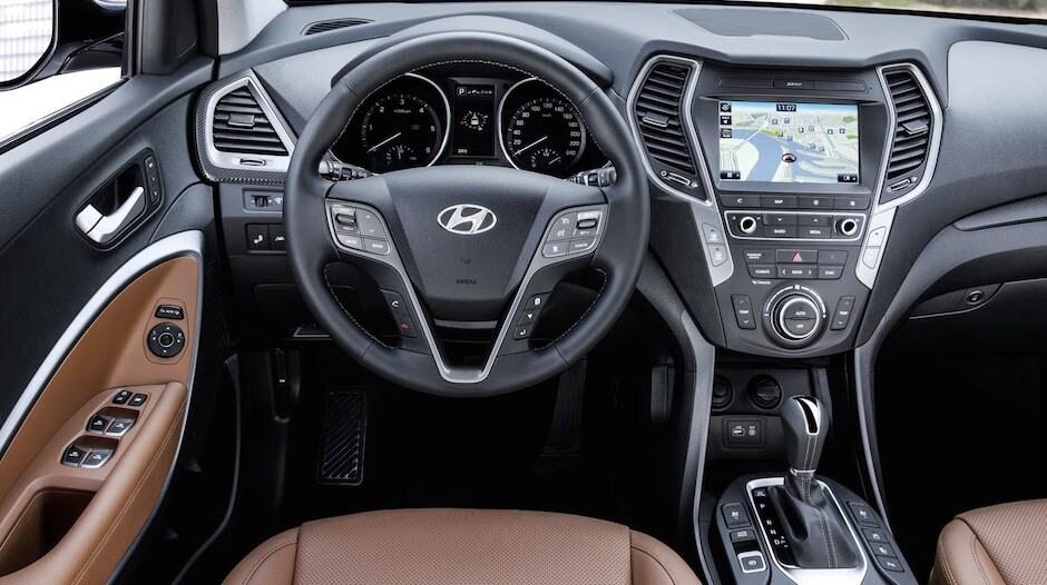 2017 Hyundai Santa Fe: ...