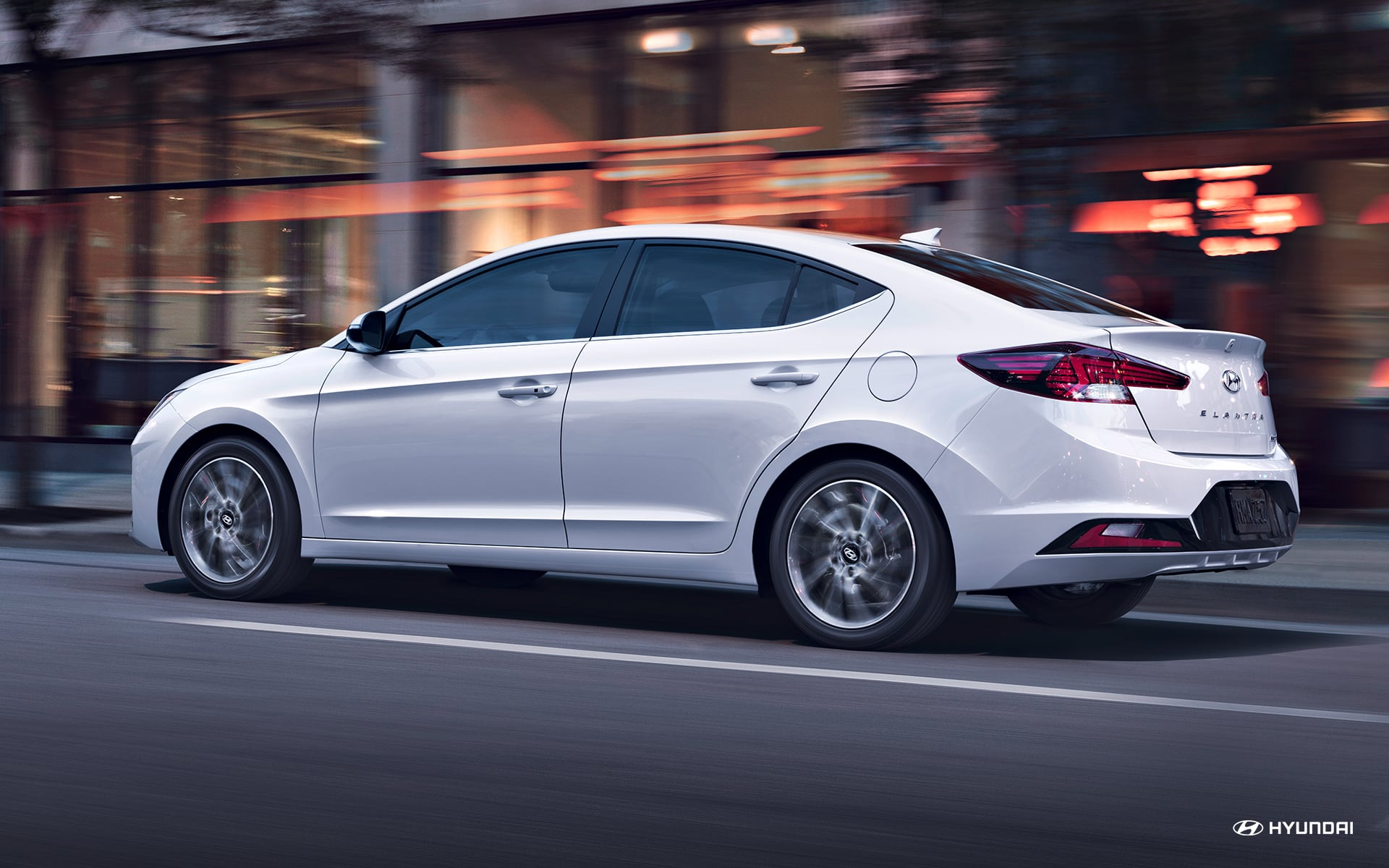 2019 Hyundai Elantra vs Ford Fusion Performance near Bolingbrook, IL