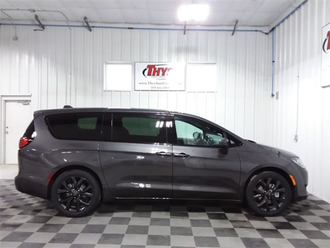 New 2019 Chrysler Pacifica TOURING PLUS Passenger Van Belle Plaine IA
