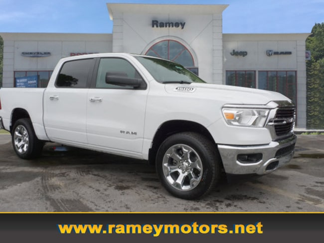 New 2019 Ram 1500 BIG HORN / LONE STAR CREW CAB 4X4 5'7 BOX Crew Cab in Princeton WV