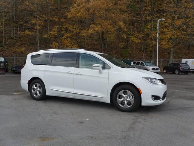New 2018 Chrysler Pacifica Hybrid LIMITED Passenger Van in Princeton WV