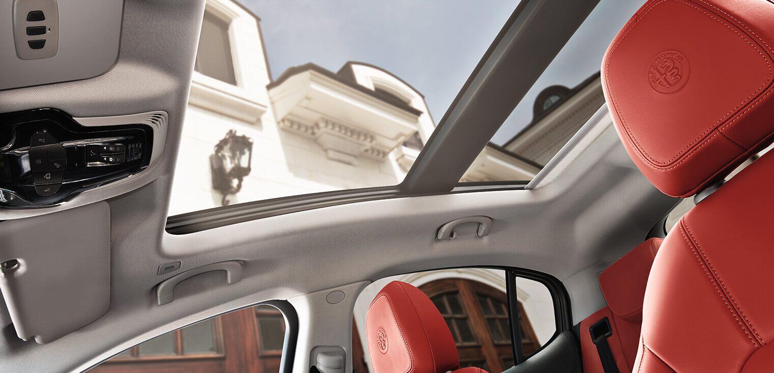 Alfa Romeo Stelvio Dual Pane Sunroof