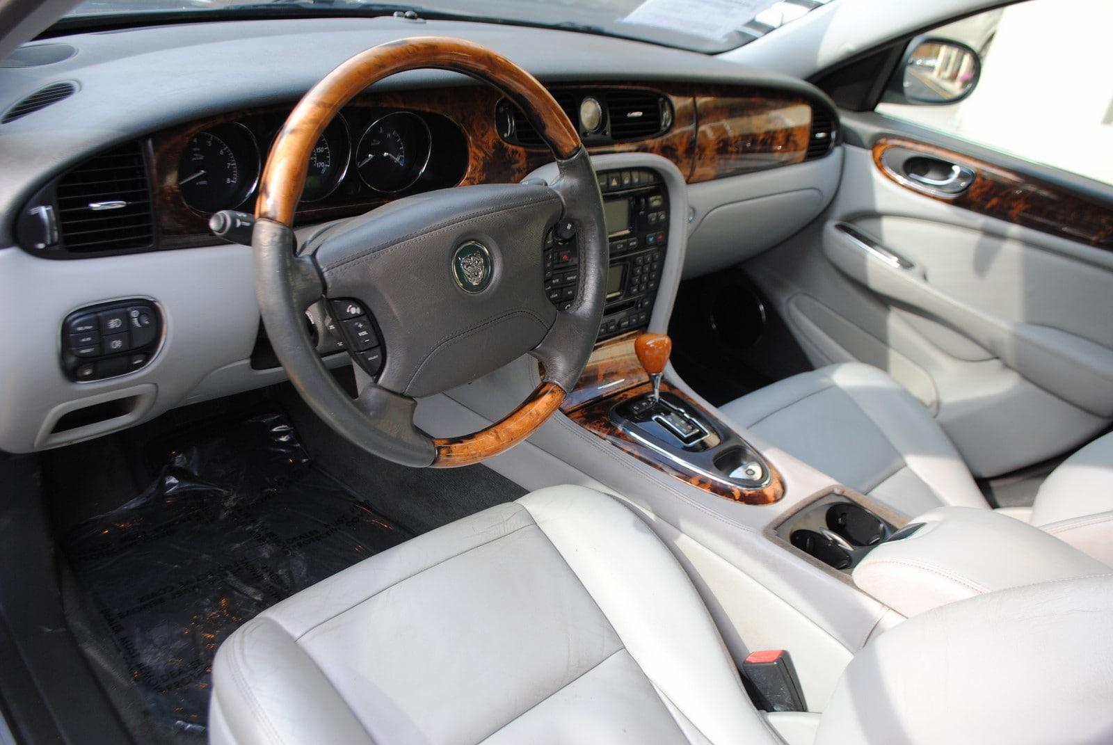 ... 2005 Jaguar XJ XJ8 L 4.2 Sedan ...