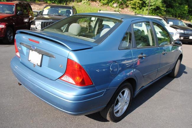 ford focus sedan 2001 specs