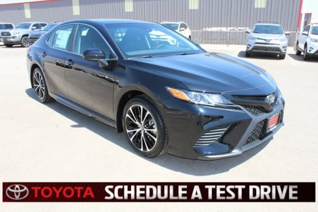 New 2018 Toyota Camry SE Sedan Plainview