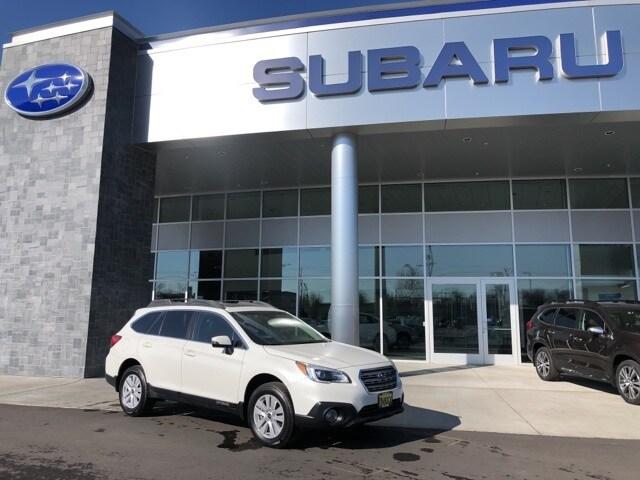 2017 Subaru Outback 2.5i SUV T19403A