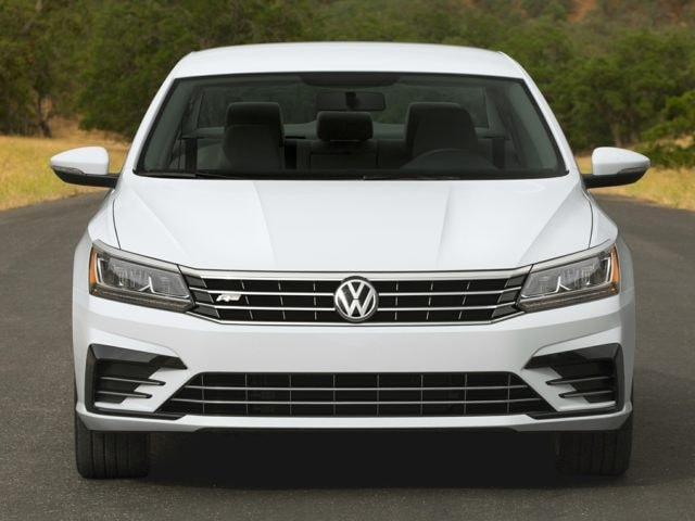 2016 VW Passat Sedan front end