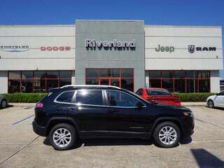 New 2019 Jeep Cherokee LATITUDE FWD Sport Utility 1C4PJLCB8KD450596 in Laplace, LA