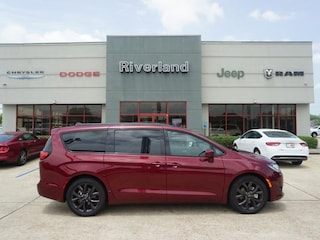 New 2018 Chrysler Pacifica TOURING L Passenger Van 2C4RC1BG8JR255436 in Laplace, LA