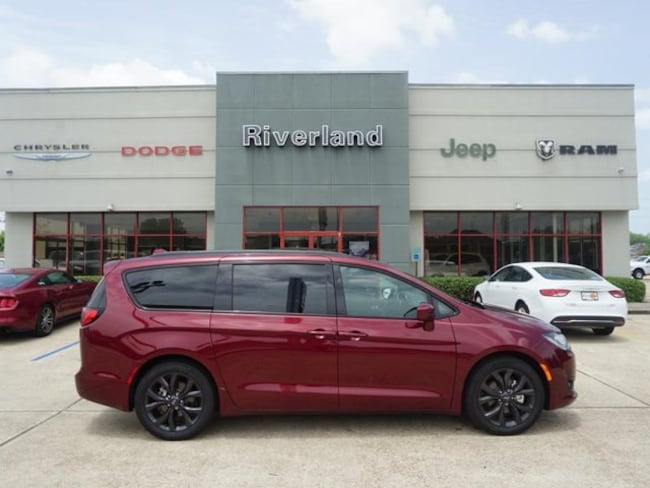 New 2018 Chrysler Pacifica TOURING L Passenger Van in Laplace, LA