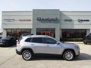 New 2019 Jeep Cherokee LATITUDE FWD Sport Utility 1C4PJLCB5KD333445 in Laplace, LA