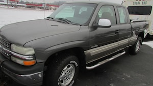 2002 Chevrolet Silverado 1500 LS with plow