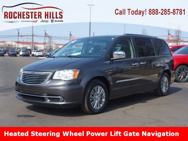 2016 Chrysler Town & Country Touring-L Van LWB Passenger Van