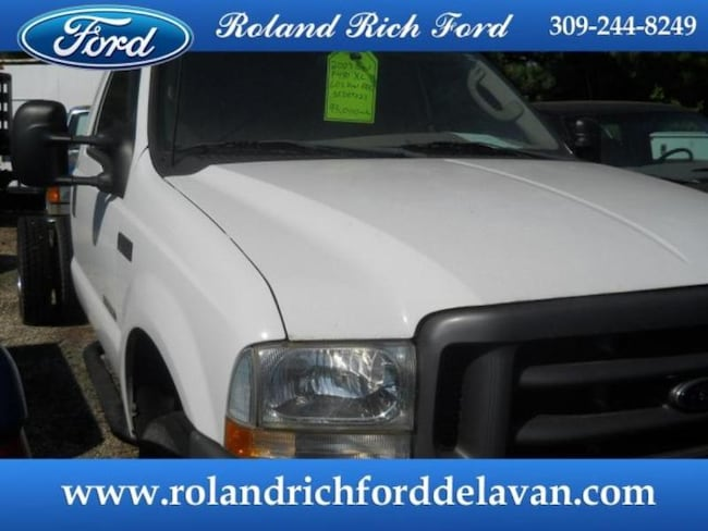 2003 Ford F-450 Chassis Cab XL Chassis Truck