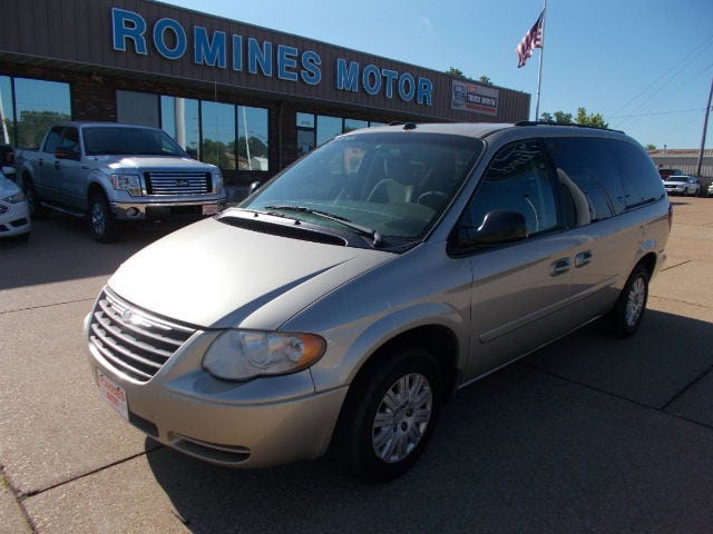 2005 Chrysler Town & Country LX Passenger Van