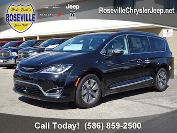 2018 Chrysler Pacifica Hybrid Van