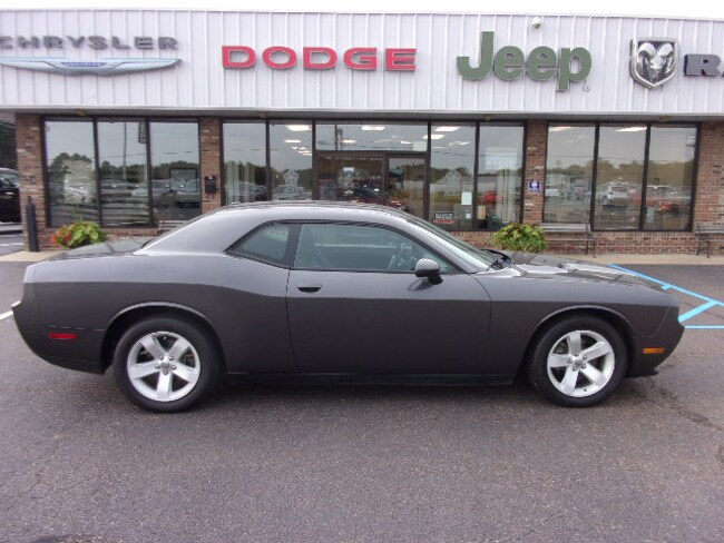 Used  2014 Dodge Challenger SXT Coupe near Southaven, MS