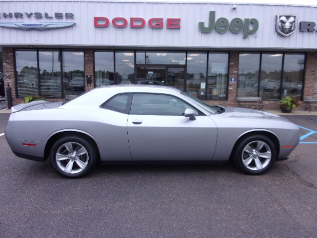 Used  2018 Dodge Challenger SXT Coupe near Southaven, MS