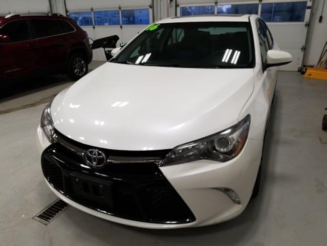 2016 Toyota Camry SE Sedan