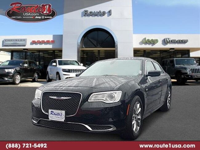 2018 Chrysler 300 Touring L Touring L AWD [PX8, 22F, TPR, ERB-1, DFL, TLX9] Gloss Black in Lawrenceville