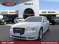 2018 Chrysler 300 Touring Touring RWD [PW7, AAC, 22E, TW9, ERB-A, DFL, WPC, C5X9] Bright White Clearcoat