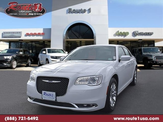 2018 Chrysler 300 Touring Touring RWD [PW7, AAC, 22E, TW9, ERB-A, DFL, WPC, C5X9] Bright White Clearcoat in Lawrenceville