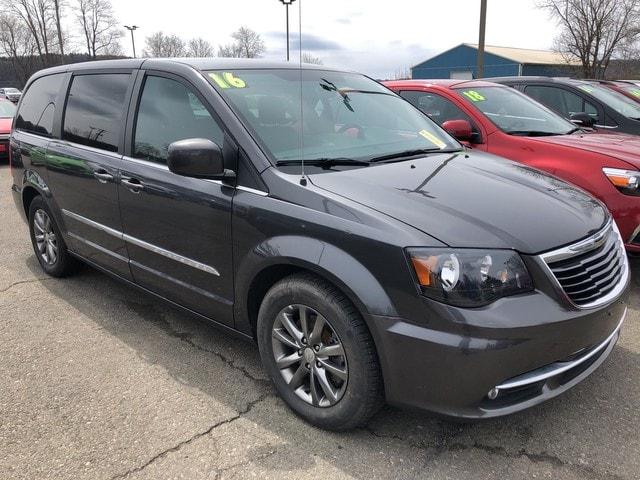 2016 Chrysler Town & Country S Van LWB Passenger Van