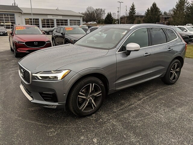 Featured used 2018 Volvo XC60 T6 AWD R-Design SUV for sale in Bloomington, IN