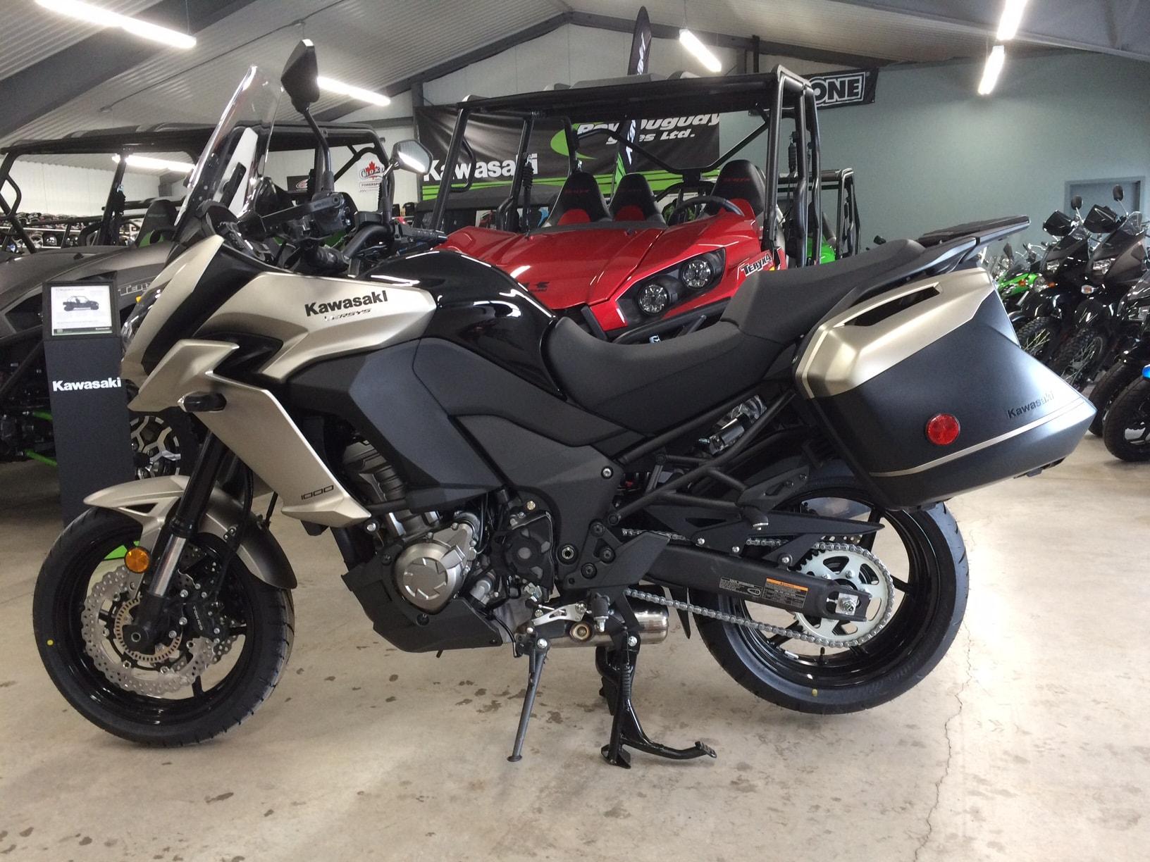 kawasaki versys 1000 2017 versys 1000 lt touring motorcycle by kawasaki versys 1000 grand. Black Bedroom Furniture Sets. Home Design Ideas