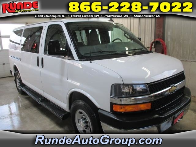 2017 Chevrolet Express Passenger RWD 3500 135 LT w/1LT