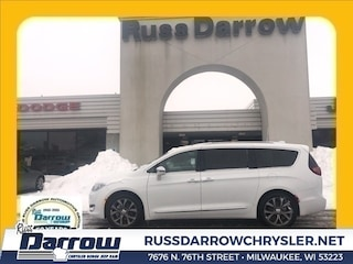 2019 Chrysler Pacifica LIMITED Passenger Van For Sale in Milwaukee, WI