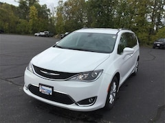 2018 Chrysler Pacifica TOURING L PLUS Passenger Van For Sale in West Bend, WI