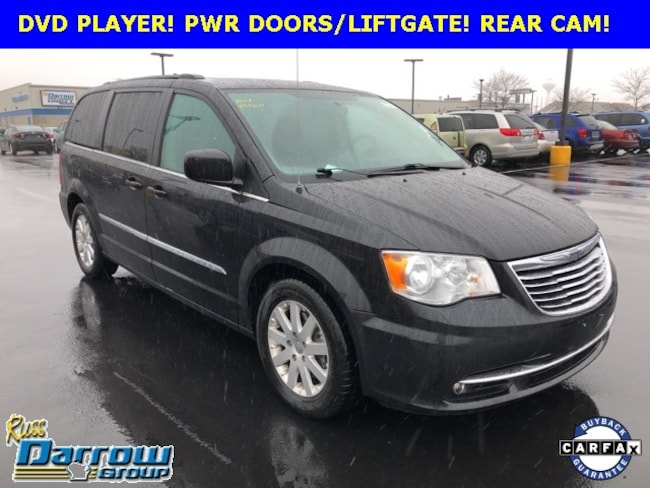 Used 2016 Chrysler Town & Country Touring Van LWB Passenger Van For Sale in Milwaukee, WI