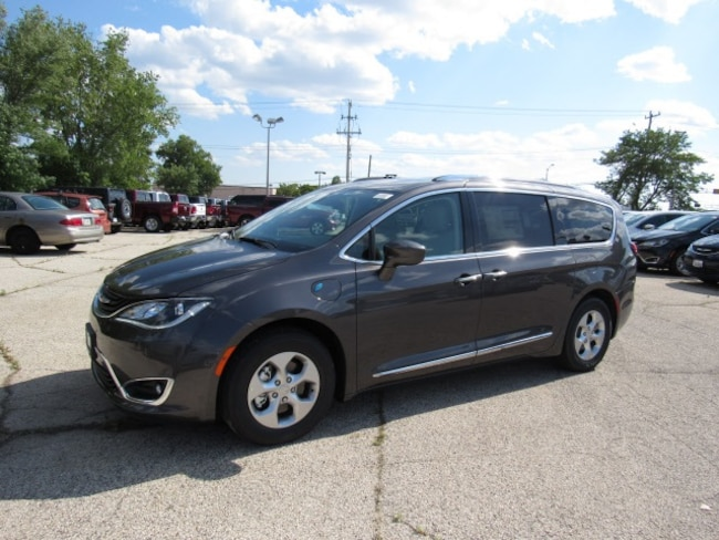 2018 Chrysler Pacifica Hybrid TOURING L Passenger Van For Sale in Milwaukee, WI