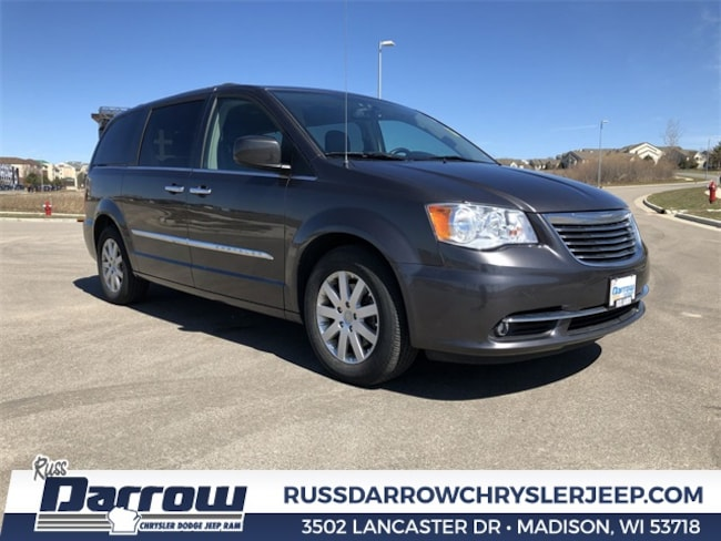 Used 2015 Chrysler Town & Country Touring Van For Sale in Milwaukee, WI