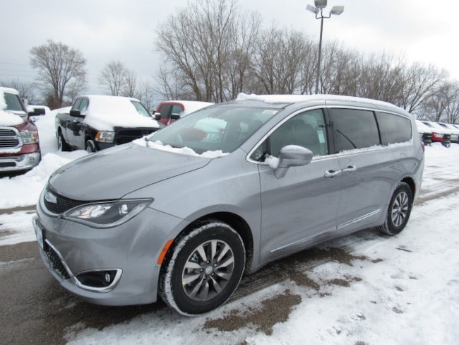 2019 Chrysler Pacifica TOURING L PLUS Passenger Van For Sale in Milwaukee, WI