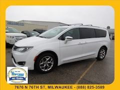 Used 2017 Chrysler Pacifica Limited Van For Sale in Milwaukee, WI