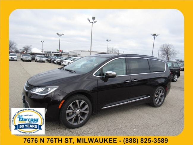 Pre-Owned 2017 Chrysler Pacifica Limited Van For Sale in Milwaukee, WI
